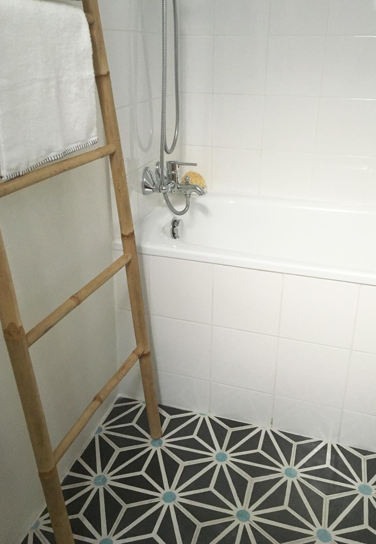 emejing salle de bain 3m2 ideas awesome interior home satellite. Black Bedroom Furniture Sets. Home Design Ideas
